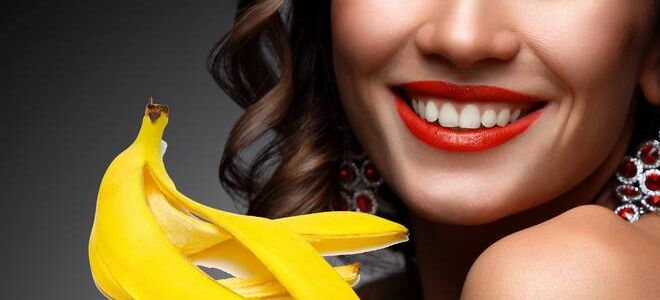 Как отбелить зубы банановой кожурой?