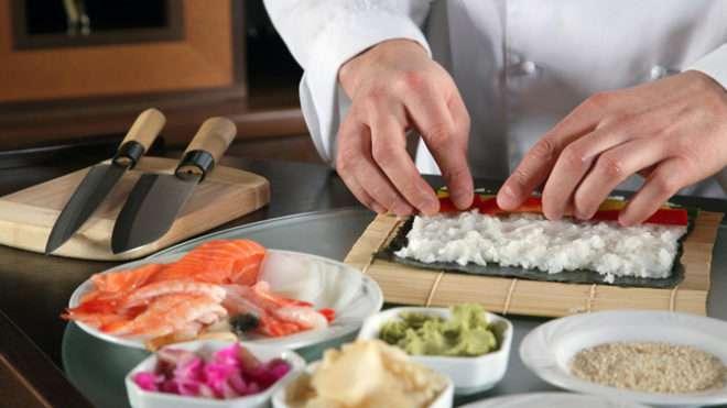 Суши и роллы в ресторане