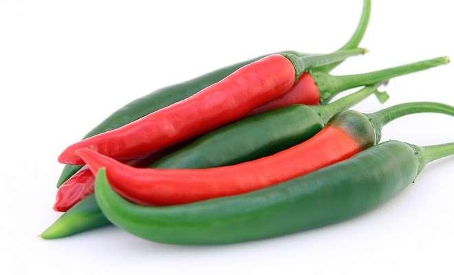 острый перец красный и зеленый