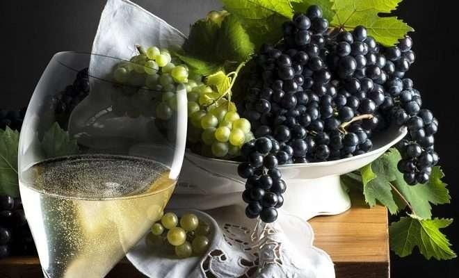 шампанское и виноград